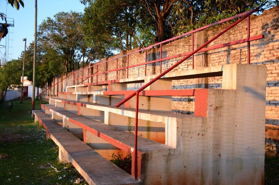 Iluminación y mejoras en la infraestructura deportiva de clubes de Oberá