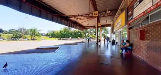 Aunque el movimiento es escaso, se espera un aluvión de viajeros en la terminal de ómnibus de Posadas