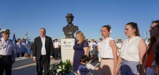 Passalacqua homenajeó a submarinistas misioneros en el puerto de Posadas