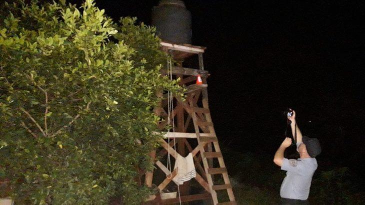 Alem: un hombre intentaba colocar un tanque de agua, se cayó y falleció