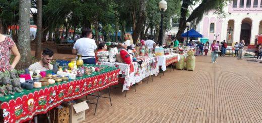 Posadas: emprendedores venden sus productos en la Plaza 9 de Julio