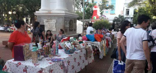 Feriantes en la Plaza 9 de Julio: detrás de cada stand hay una familia que lucha por salir adelante