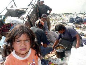 Explican cómo funcionará la tarjeta alimentaria que implementará el gobierno nacional para combatir el hambre