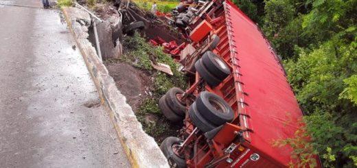 Bonpland: un camión despistó en el puente sobre el arroyo Magdalena
