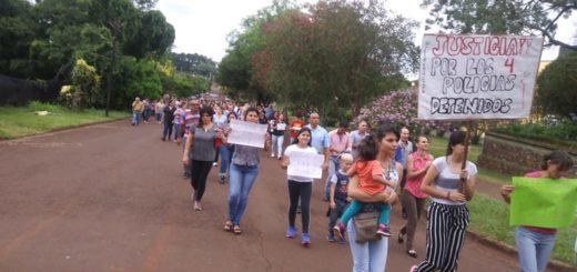 Unos 250 vecinos marcharon en Apóstoles por la liberación de los policías detenidos