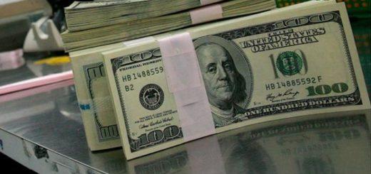 El dólar ahorro también está alcanzado por el impuesto del 30% y se mantiene el cepo cambiario