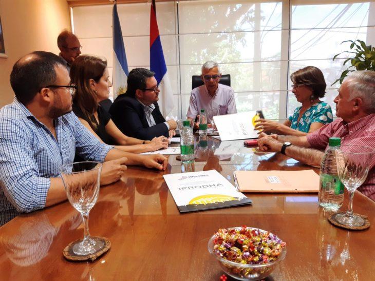El Iprodha, el Colegio Notarial de Misiones y la Fundación Sagrada Familia firmaron un convenio para regularizar el dominio de 221 viviendas en Wanda