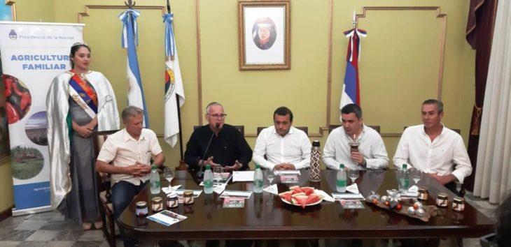 Oscar Herrera Ahuad adelantó que la provincia analiza pagar un bono en enero para jubilados y activos