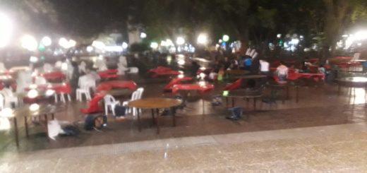 Violento temporal causó destrozos durante la cena solidaria en la Plaza 9 de Julio: hay tres heridos