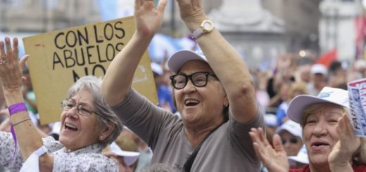 Gobierno adelantó la fecha de pago del bono para jubilados