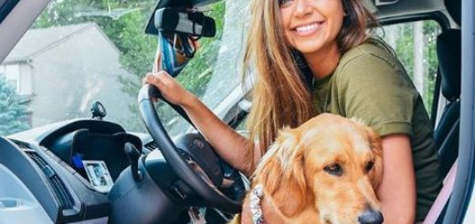 Renunció a su trabajo y terminó con su novio para viajar por el mundo junto a su perro