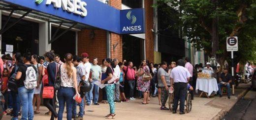 Anses reduce las tasas de interés en créditos para jubilados y beneficiarios de la AUH y adelanta el pago del bono