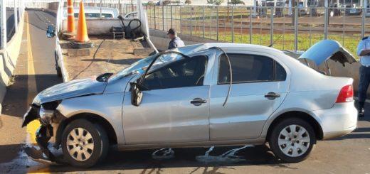 Conductor borracho despistó y volcó su auto frente a la Estación Internacional de Trenes de Posadas