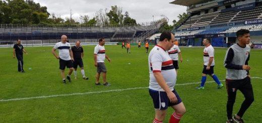 La Policía jugó un partido en cancha de Gimnasia y hubo polémica