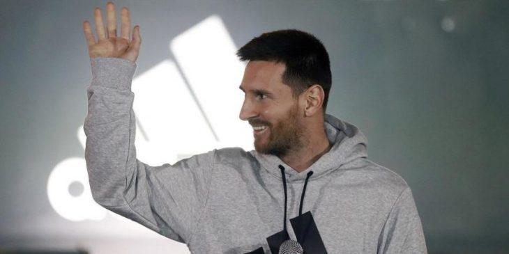 Messi se entrena viendo a Messi: la foto viral que es furor en las redes