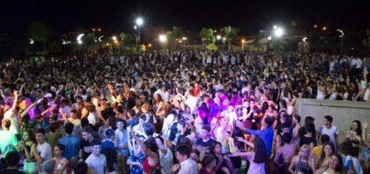 Más de 5000 personas recibieron el Año Nuevo en la Plaza del Bicentenario de Alem