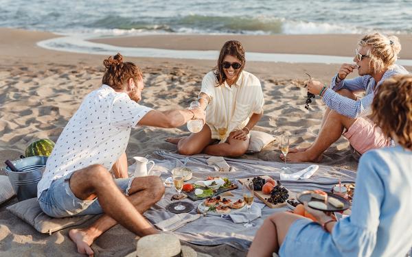 Vacaciones de verano: qué comer en la playa para evitar intoxicaciones