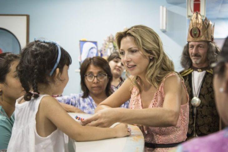 Fabiola Yañez visitó un hospital de niños por la festividad de los Reyes Magos