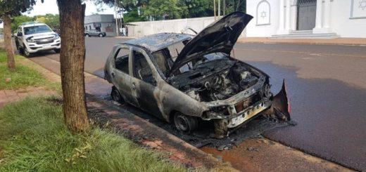Posadas: se bajó del vehículo porque comenzó a fallar, minutos después el auto terminó totalmente incendiado