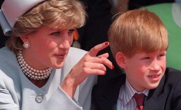 El día que Lady Di predijo la renuncia de su hijo Harry a la realeza