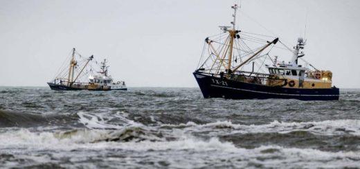 Al menos 12 migrantes que buscaban llegar a Italia murieron tras hundirse su embarcación en el Mar Jónico