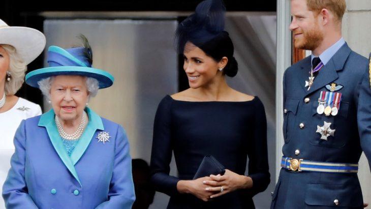 La reina Isabel habló tras la renuncia de Harry y Meghan a la realeza
