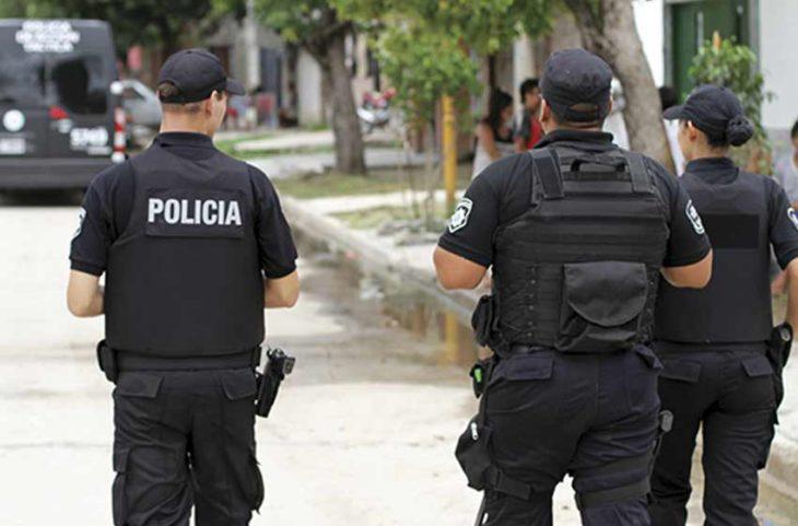 Por la crisis en seguridad, autorizan a la Policía de Santa Fe a tener una bala lista para disparar