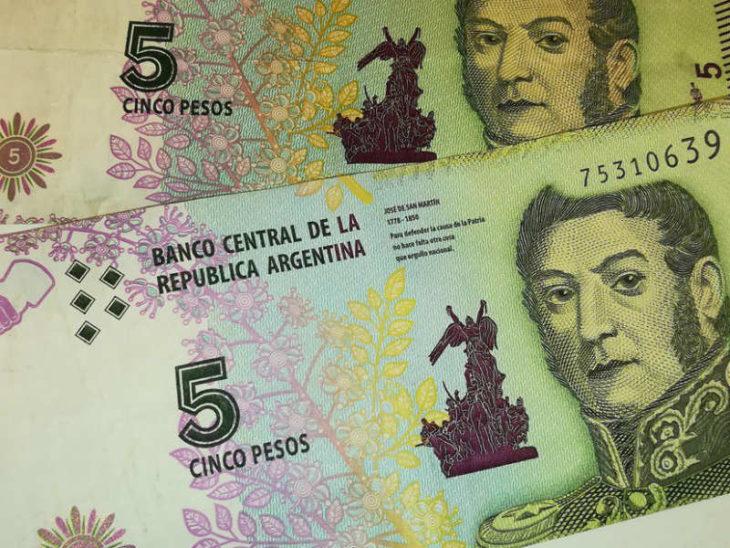 Comerciantes posadeños aseguran estar recibiendo los billetes de $5