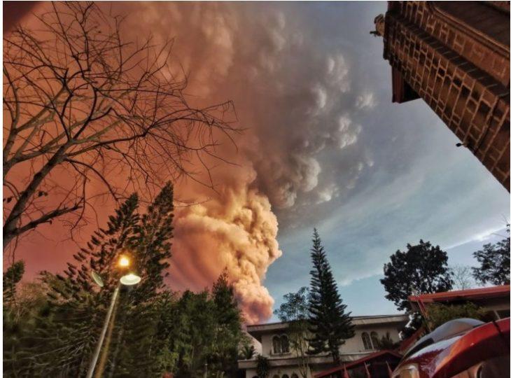 Imágenes increíbles de la erupción del volcán Taal que tiene en alerta a Filipinas