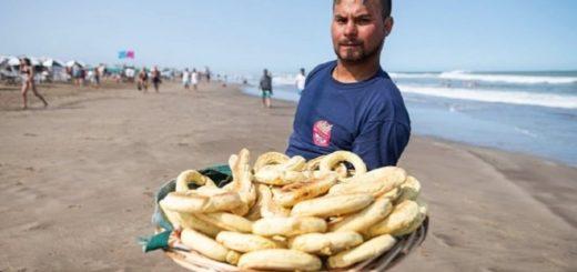Furor por la chipa en Pinamar: familia paraguaya vende miles por día y ya abrió dos chiperías