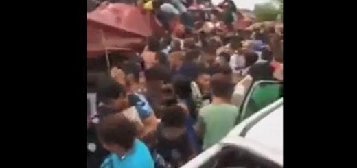 San Luis: volcó un camión de galletitas y los vecinos lo saquearon