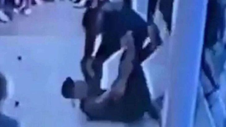Video Pinamar: turista tumbó a un mozo porque no lo atendía