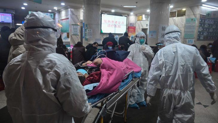 Asciende a 106 la cifra de muertos por coronavirus en China y se postergan las clases