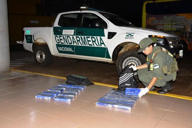 Posadas: Gendarmería secuestró 21 kilos de cocaína en un micro con destino a Buenos Aires