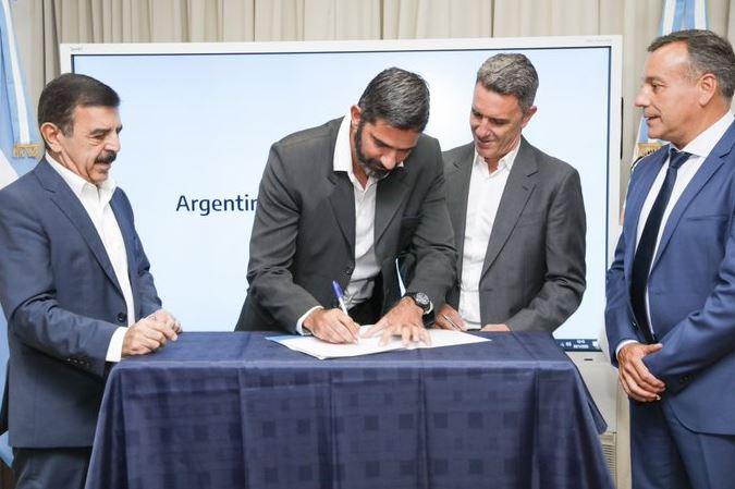 Misiones firmó un convenio con Nación por recursos federales para el transporte urbano de pasajeros