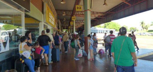 Recambio turístico: la Terminal de Posadas se mostró con gran afluencia de pasajeros