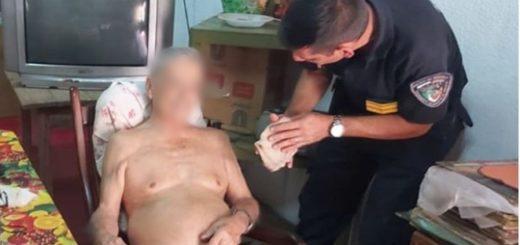 Un abuelo abandonado en su casa de Posadas fue rescatado por la Policía: estaba deshidratado, débil e inmóvil