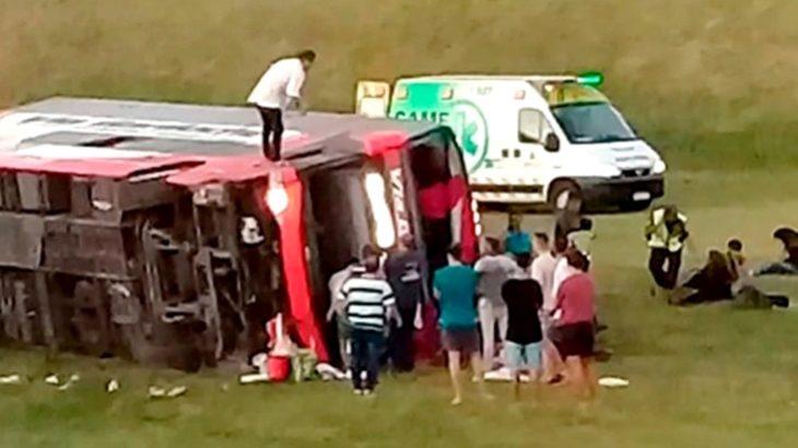 Dos muertos y 13 heridos tras volcar un micro que se dirigía desde Mar del Plata hacia Buenos Aires