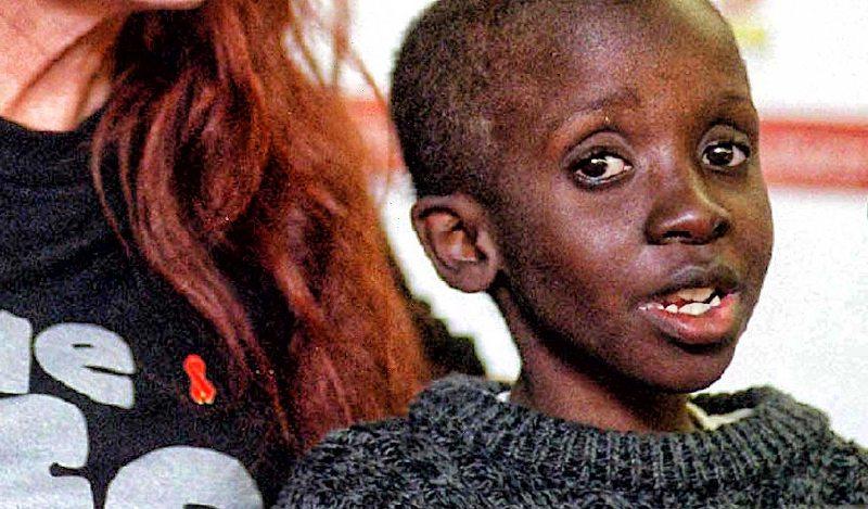 Google homenajea hoy a Nkosi, un niño ícono de la lucha contra el HIV-sida