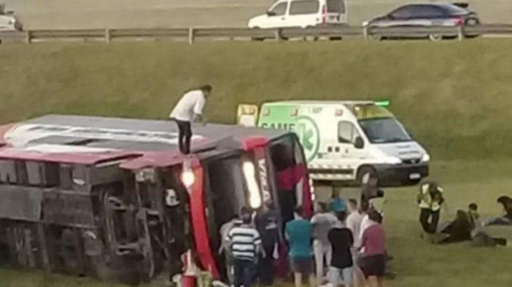 Sorprendente declaración del acompañante del chofer que volcó sobre la Ruta 2 en Buenos Aires