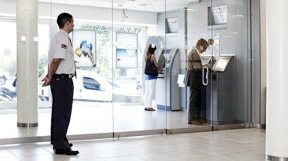 El Banco Central obliga a entidades bancarias a tener personal de seguridad