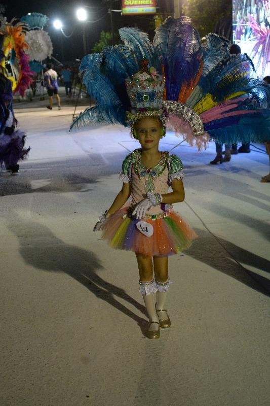 A puro ritmo y color, San Javier vivió su segunda noche de carnaval