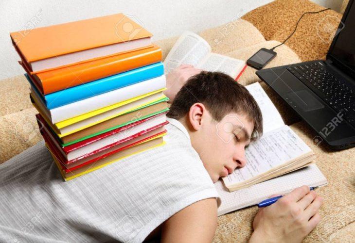 Especialista sostiene que la motivación es más importante que el horario de clases en el aprendizaje de los adolescentes