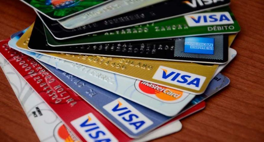 Defensa del consumidor advierte sobre los recargos a pagos con tarjetas