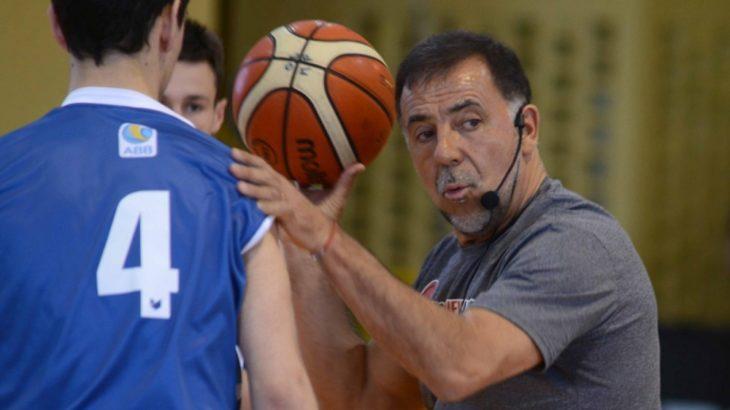 Básquet: el técnico que hizo debutar a Ginóbili llegará a Posadas para realizar un Campus en el Club Mitre