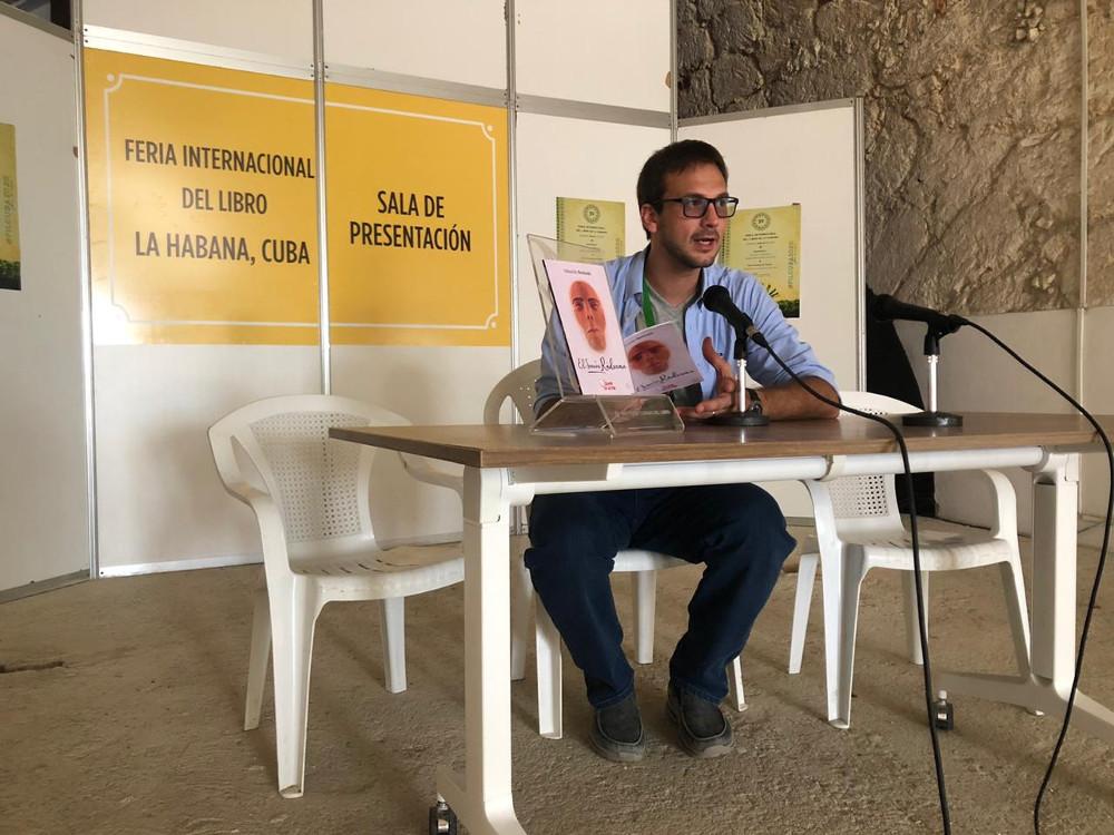 El escritor Sebastián Borkoski presentó su novela en la Feria Internacional del Libro de La Habana