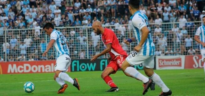 Superliga: Argentinos derrotó a Atlético Tucumán y quedó a cuatro puntos de River