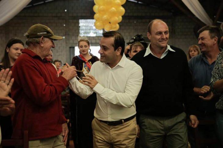 El Gobernador anunció la instalación de una planta elaboradora de alimentos y una secadora de granos en la zona de Colonia Aurora