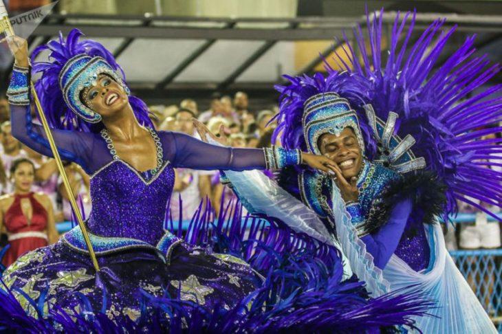Las escuelas de samba bailan al ritmo de tambores de protesta — Brasil