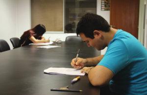 Dos jóvenes misioneros buscan entrar a la escuela de cine del INCAA